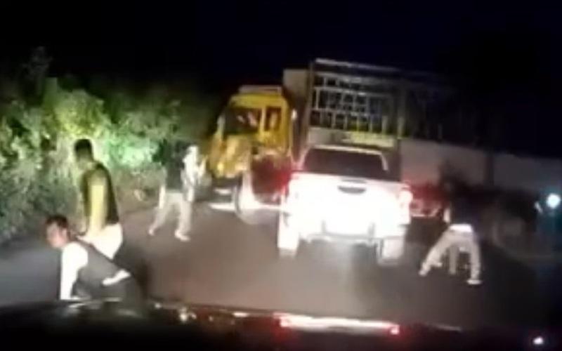 Video: Phút cảnh sát nổ súng, bắt tội phạm ma túy
