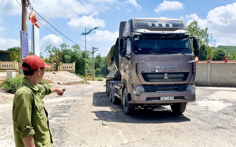 Quảng Bình: Dân kêu trời vì xe chở đá chạy rầm rầm cả ngày lẫn đêm