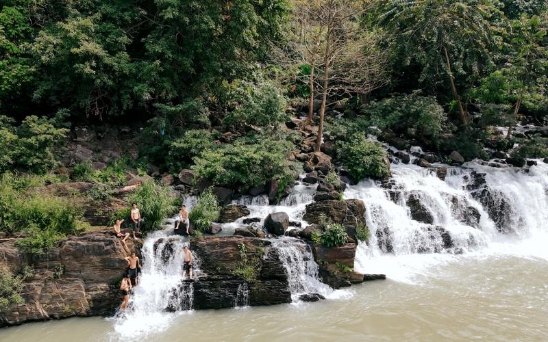 """Tây Nguyên: Bị """"thôi miên"""" bởi cảnh đẹp mê hồn của cụm thác nổi tiếng nhất Đắk Nông"""