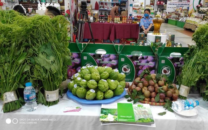 """Bộ NNPTNT và các """"đại gia"""" bán lẻ bắt tay đưa nông sản vào siêu thị"""