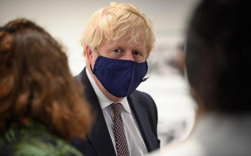 Boris Johnson trì hoãn việc mở cửa trở lại nước Anh do biến thể Covid-19 mới