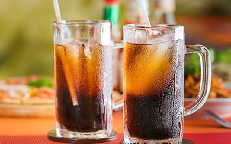 Nắng nóng, cảnh báo về lạm dụng nước ngọt đóng chai