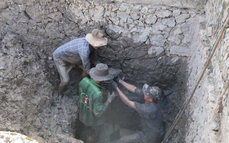 Nắng nóng hơn 40 độ, thợ đào giếng Nghệ An 'chạy sô', làm không hết việc