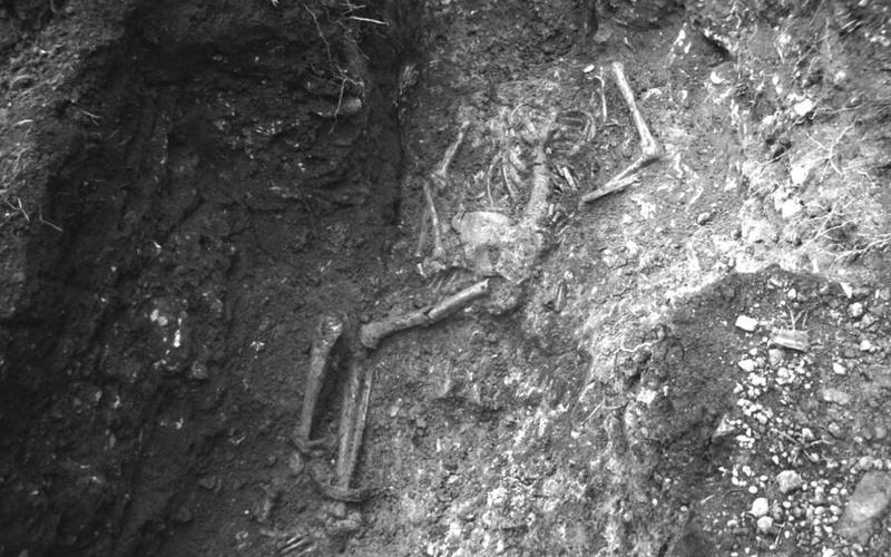 Bi kịch nghiệt ngã đằng sau bộ xương bị xiềng xích thời La Mã cổ đại