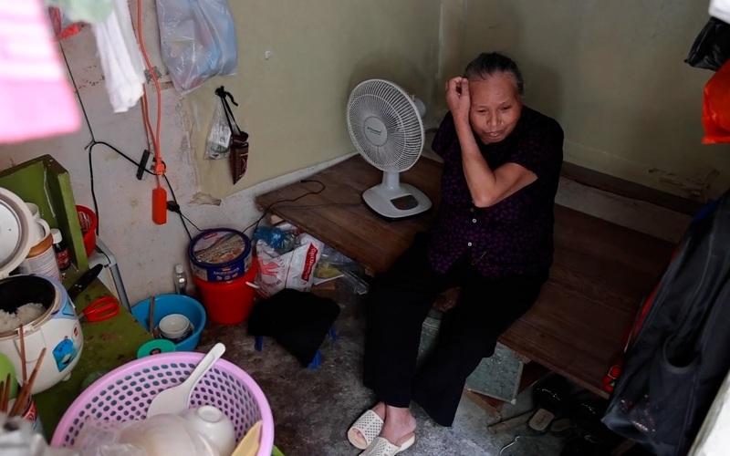 """Xóm chạy thận Hà Nội """"nhọc nhằn"""" chống chọi bệnh tật dưới cái oi bức, nóng nực của mùa hè"""