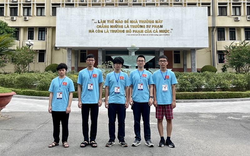 Hà Nội khen thưởng thành tích đột xuất cho các học sinh đạt giải Olympic quốc tế