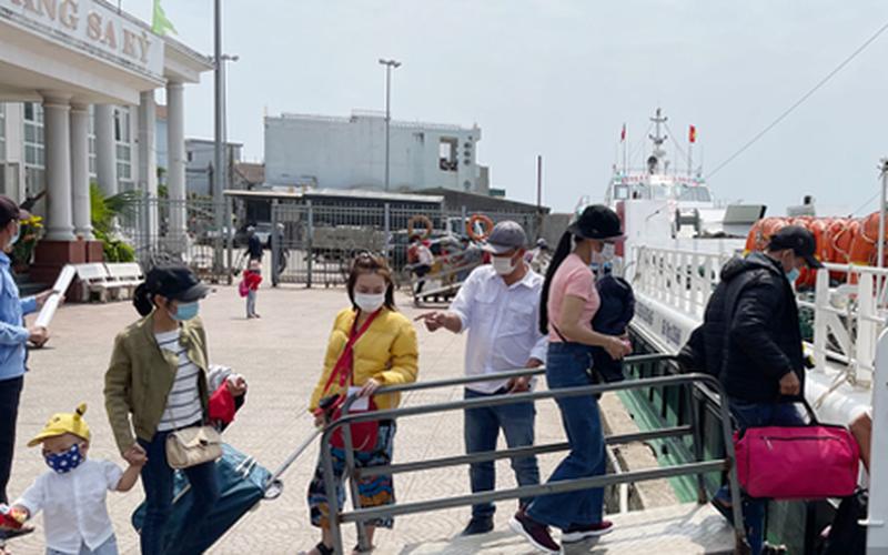 Lý Sơn đề xuất không cho khách nội tỉnh đi ra đảo