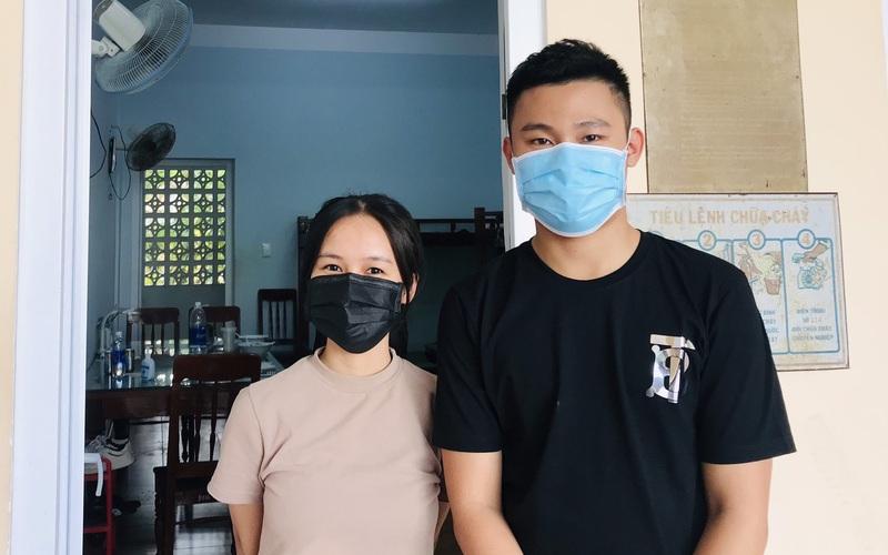 Quảng Trị: Hai thí sinh đi thi bằng xe biển xanh