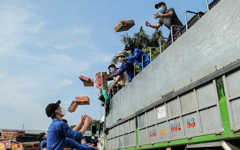 Ảnh: Thành đoàn Hà Nội nhận 60 tấn nhu yếu phẩm do nhân dân, tuổi trẻ tỉnh Hà Giang trao tặng