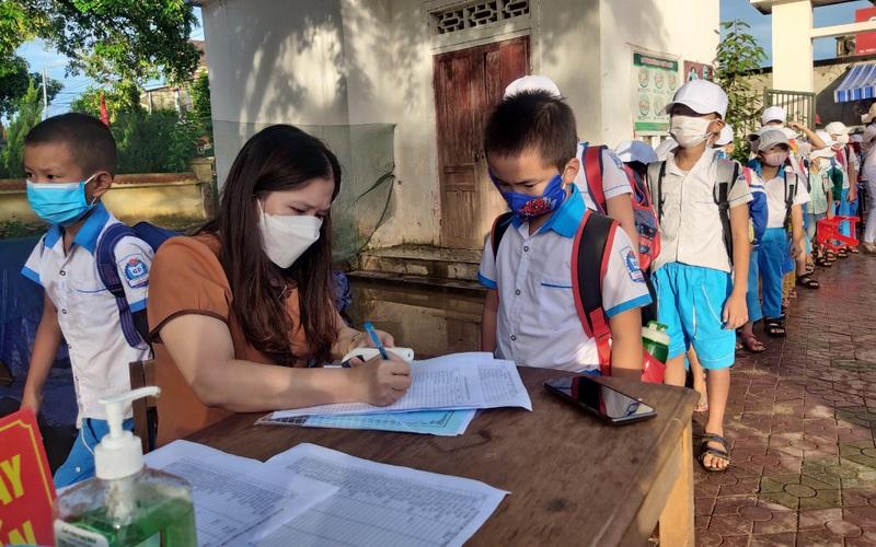 Clip - Ảnh: Kiểm soát tốt dịch Covid-19, Hà Tĩnh đón học sinh trở lại trường