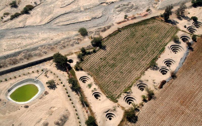 Ảnh: Bí ẩn loạt hố xoắn ốc đắp đá kỳ lạ có niên đại hàng nghìn năm
