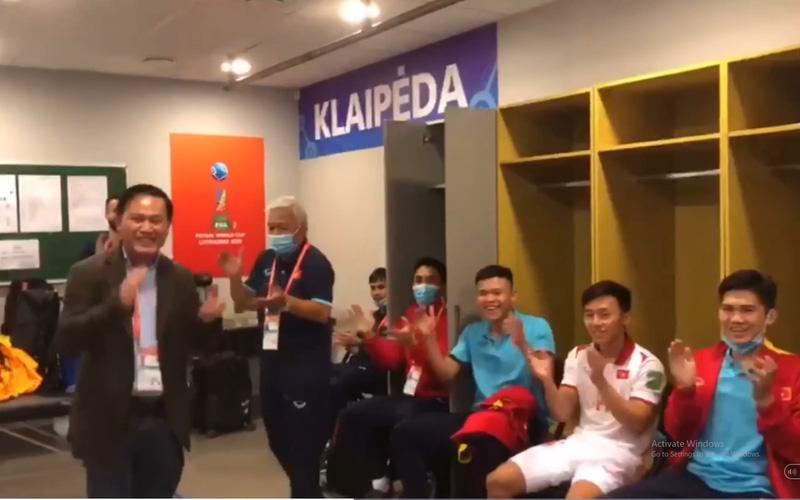 Clip: Phòng thay đồ của ĐT Futsal Việt Nam vang lời ca tiếng hát sau chiến thắng nghẹt thở