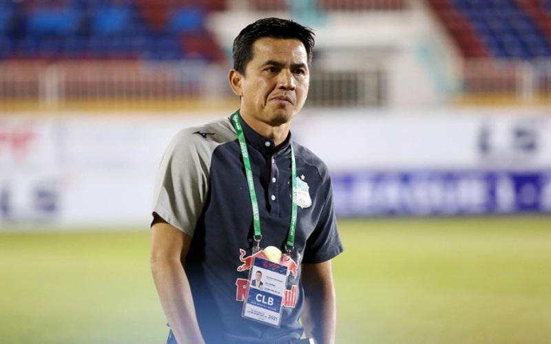Thái Lan bỏ 10 tỷ đồng mua lại hợp đồng của HLV Kiatisak với HAGL