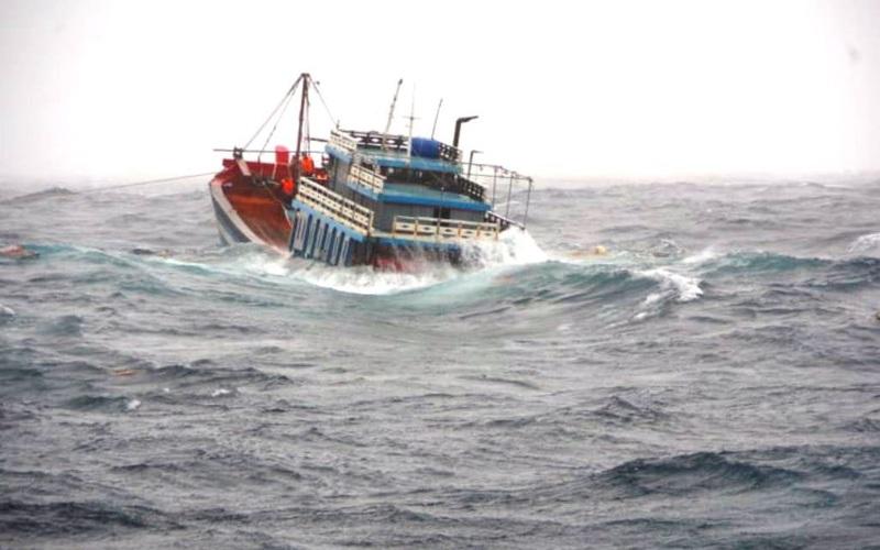 2 ngư dân mất tích, cảnh bão mưa lớn nhiều nơi sau bão số 6