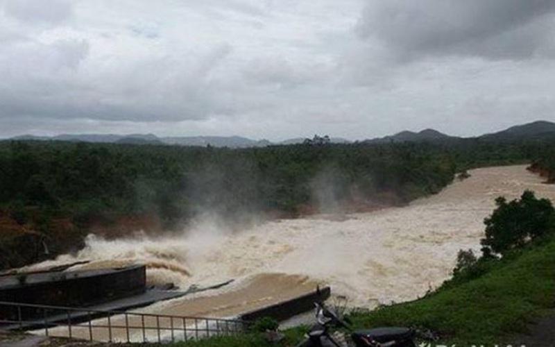 Mưa lớn, hồ đập xả lũ, nhiều nơi ở Nghệ An ngập trắng