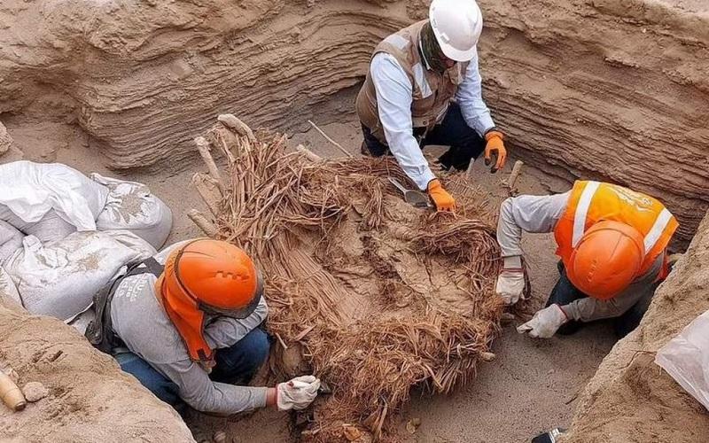 Sốc: Tìm thấy hài cốt của 8 người được chôn cất bên trong ngôi mộ 800 năm tuổi