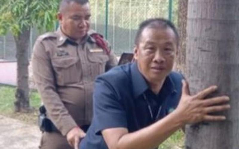 """Thái Lan: Cảnh sát diễn lại cảnh cặp đôi """"quan hệ"""" nơi công cộng"""