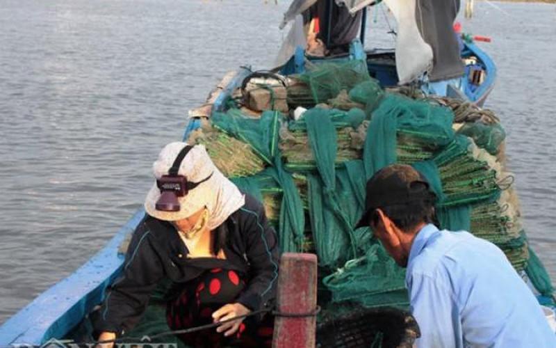 """Khánh Hòa: Trúng đậm tôm, ghẹ, ngư dân """"đút túi"""" gần triệu đồng/đêm"""