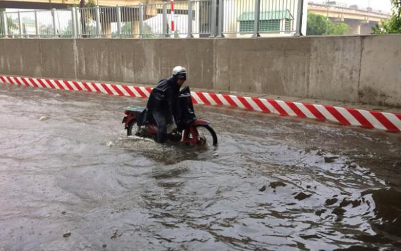 """TP.HCM: Nguyên nhân không ngờ khiến hầm chui vừa thông xe 10 ngày đã thành """"sông"""""""