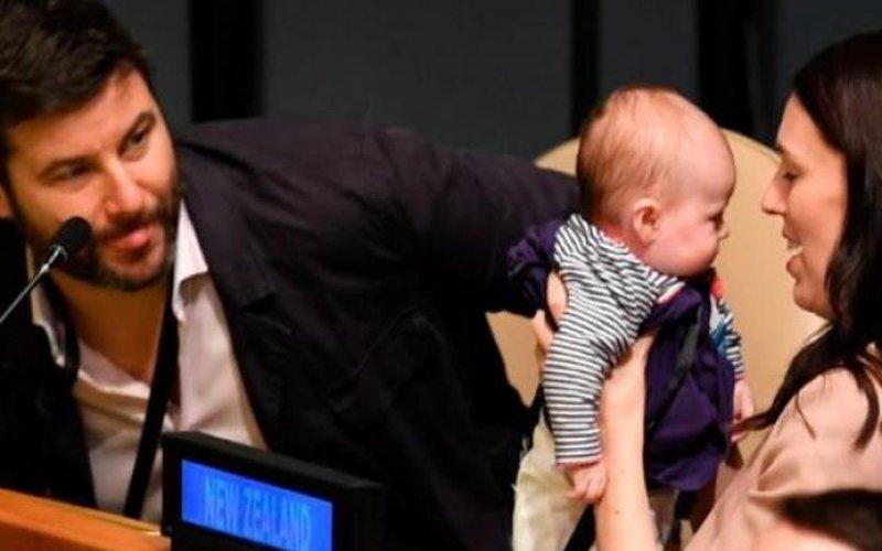 Con gần 1 tuổi, nữ thủ tướng New Zealand đính hôn với bạn trai