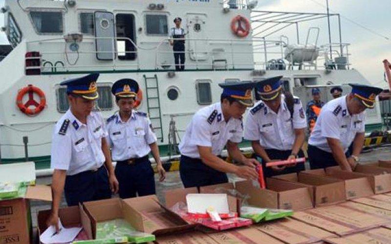 Cảnh sát biển bắt giữ hơn 67.000 bao thuốc lá nhập lậu