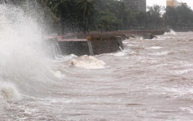 Bão số 2 đổ bộ vào Hải Phòng: Đồ Sơn sóng to gió lớn