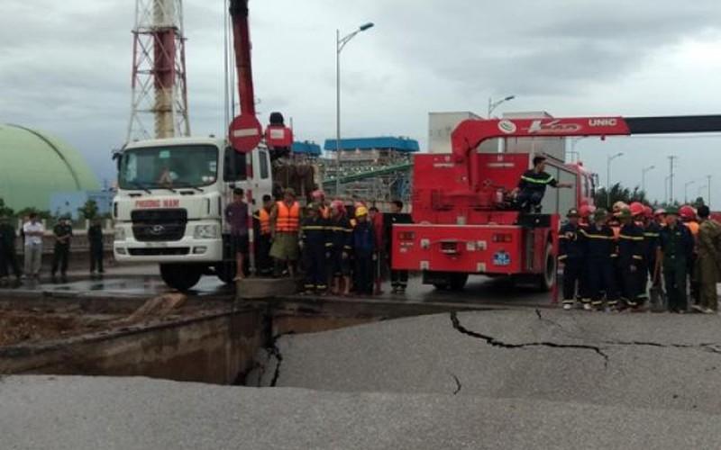 Thanh Hóa: Sạt lở đường do mưa bão, 2 người chết, 2 người bị thương