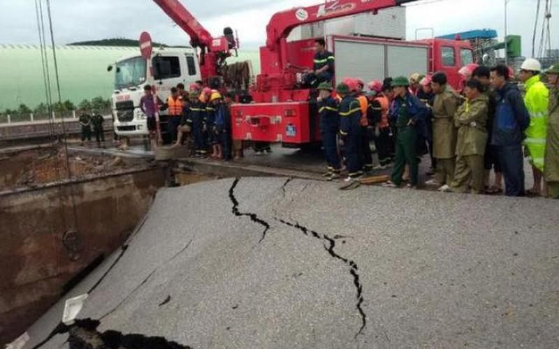 Bão số 2 đổ bộ đất liền, 2 người tử vong ở Thanh Hóa