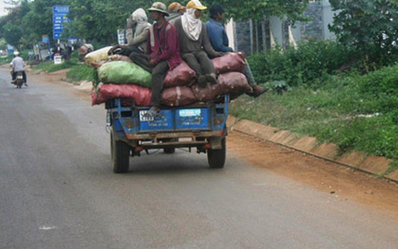 Đình chỉ lưu hành xe công nông: Chậm hỗ trợ chuyển đổi phương tiện