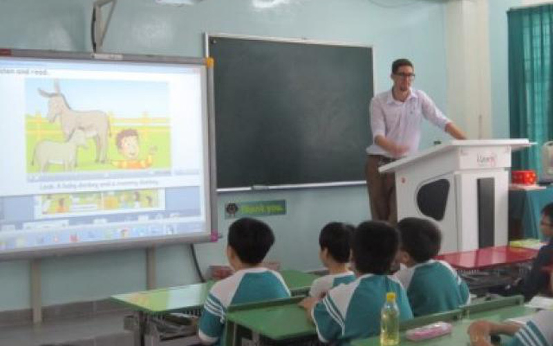 Dạy tiếng Anh bằng... tiếng Việt!