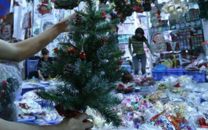 Cây thông mini đắt khách mùa Noel