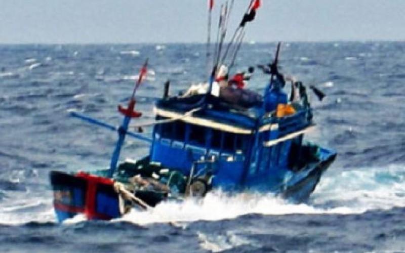 3 tàu chìm trên biển, 44 người thoát chết trong gang tấc