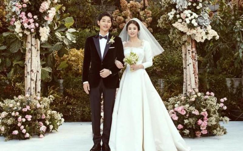 Fan xốn xang vì lời thề của Song Joong Ki trong hôn lễ được tiết lộ