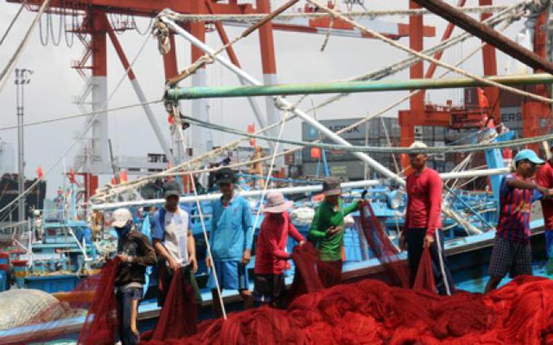 """Dẹp đầu nậu, cò xe """"hành"""" ngư dân ở cảng cá Quy Nhơn"""