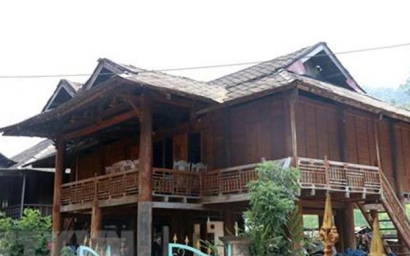 Hiếm thấy: Ở thị xã bé nhất cả nước có ngôi nhà lợp mái bằng đá lạ