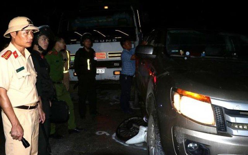 Hai đối tượng nổ súng, lao xe thẳng vào công an khi bị vây bắt