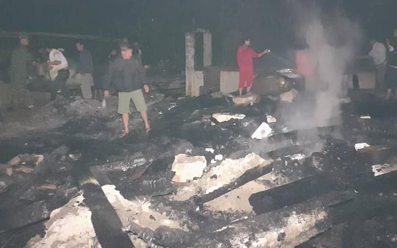 3 hộ dân nghèo bị lửa thiêu rụi nhà
