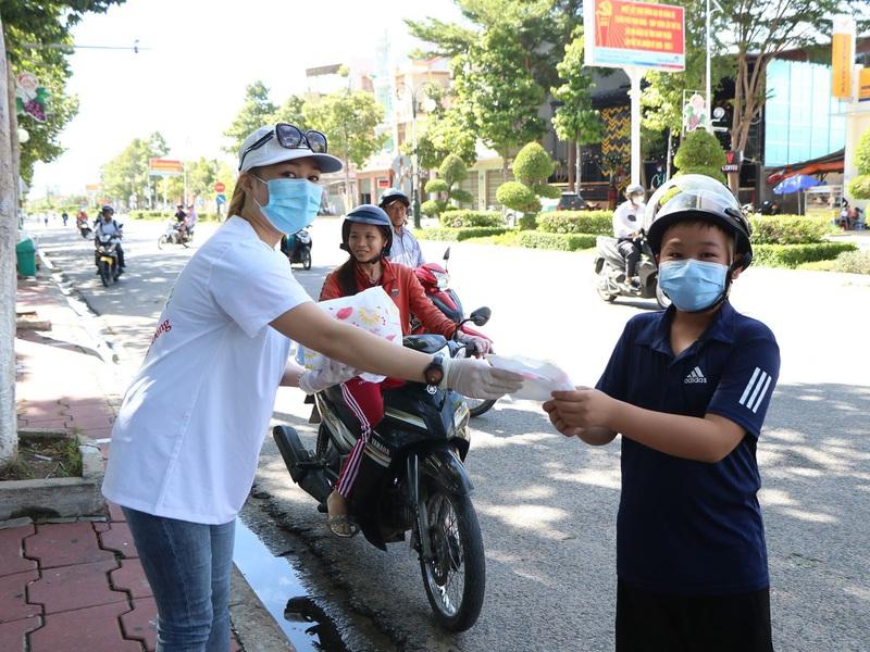 Ninh Thuận tạm dừng các cuộc họp, hội nghị, hội thảo,...